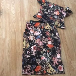NY&CO Adorable 2 Pc Flower 🌸 Top and Skirt